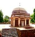 Tomb in qutub minar.jpg