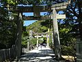 Toriis on inner sando of Miyajidake Shrine.JPG