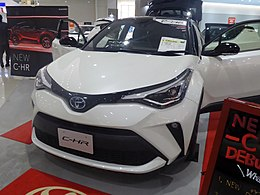 Toyota C-HR G (6AA-ZYX11-AHXEB) front.jpg
