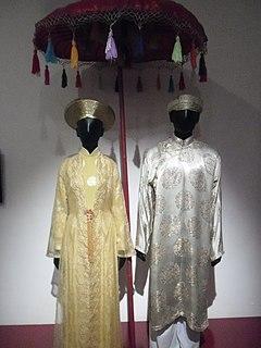 <i>Áo dài</i> traditional Vietnamese clothing