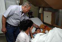 US Navy 070630-N-7088A-078 Guatemalan Vice President Dr. Eduardo Stein Barillas visits with a patient and his mother aboard Military Sealift Command hospital ship USNS Comfort (T-AH 20).jpg
