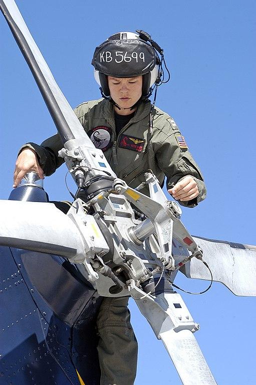 File Us Navy 071009 N 6410j 112 Lt Kathryn Baehr A Pilot Assigned To