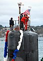 US Navy 080129-N-7656R-002 The crew of the fast-attack submarine USS Connecticut (SSN 22) pulls into their new homeport at Naval Base Kitsap, after completing a six-month deployment.jpg