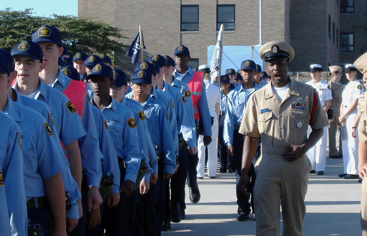 Recruit division commander bing images for Bureau commande