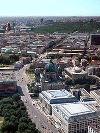 Unter den Linden von oben.jpg