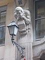 Váci Straße 78-80, Lampe und Skulptur, 2021 Belváros-Lipótváros.jpg
