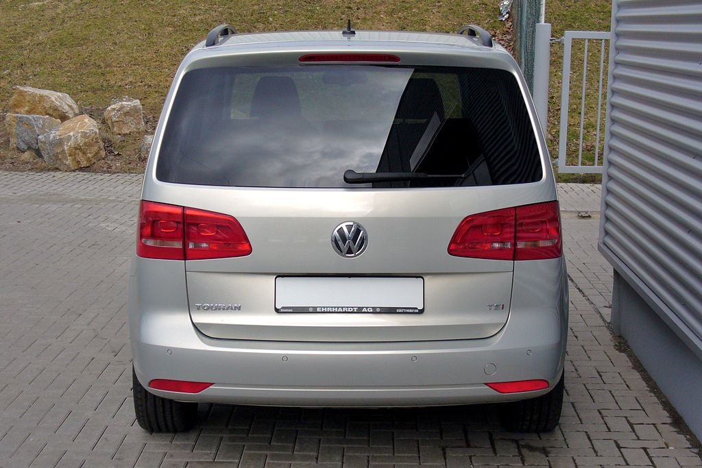 file vw touran facelift ii 1 4 tsi comfortline silverleaf hinten jpg wikimedia commons. Black Bedroom Furniture Sets. Home Design Ideas