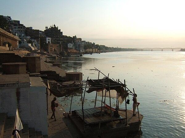 Ganges vid Varanasi, den heligaste platsen där guden Vishnu en gång sägs ha bott