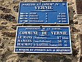Vernie (Sarthe) plaques de cocher.jpg