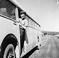 """Vid Jormvattnet 1947. Skådespelare Ivar Wahlgren har titelrollen i inspelningen av postfilmen """"John Carlsson, postbusschaufför"""". Bildiligenslinjen Strömsund - Jormlien. 1947.jpg"""