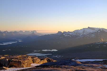 View of Helldalsisen glacier and a variety of mountains from Blåfjell