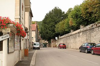Chambolle-Musigny - Image: View up street