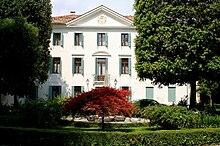 La sede legale e direzione generale a Villa Fürstemberg
