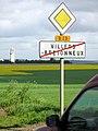 Villers-Bretonneux panneau sortie et mémorial 1.jpg