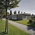 Voorzijde van het Groene kruisgebouw met een groen Kruis - Marknesse - 20409868 - RCE.jpg