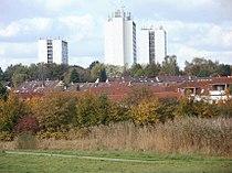 Vordergrund Langenbek Hintergrund Hochhäuser Wilstorf.JPG