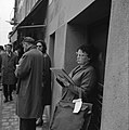 Vrouw met schetsboek op de Place du Tertre in het hart van Montmartre, Bestanddeelnr 254-0483.jpg