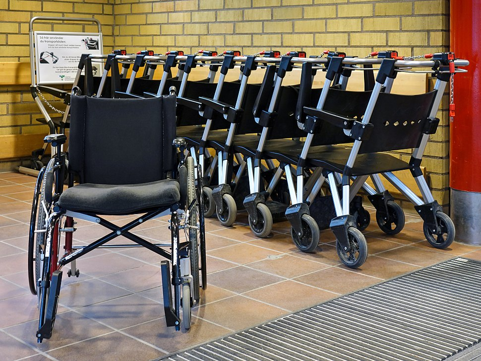 Wheelchairs for visitors at the entrance - NÄL hospital