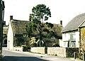 Yetminster, Pettie's Farmhouse - geograph.org.uk - 540141.jpg