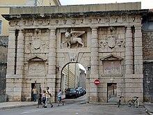 La Porta Terrafermana di Zara, con il leone veneziano.