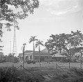 Zendmasten van de NIROM, Nederlands-Indische Radio-Omroep Maatschappij, in Bando, Bestanddeelnr 255-8408.jpg