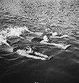 Zwemmers met zwemplankjes, Bestanddeelnr 934-5226.jpg