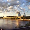 Кремль Пскова на закате.jpg