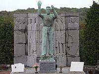 Могила Ляо Жюльен.jpg