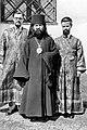 Новохиротонисанный епископ Иоанн с братьями Бартошевичами в Белграде.jpg