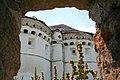 Покровська церква с.Сутківці. Вид через огорожу.jpg
