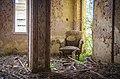 מלון אליזבת (גינוסר) - כורסה מרופטת וישנה.jpg