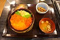 三陸産鮭といくらの親子丼(地場食材レストラン山海里).jpg