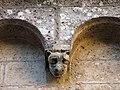 093 Monestir de Sant Cugat del Vallès, claustre, mènsula amb cap d'animal.JPG