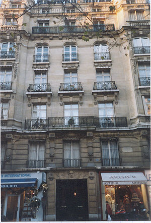 Avenue Victor-Hugo (Paris) - At number 124, Humbert's building on the site of Hugo's hôtel particulier.