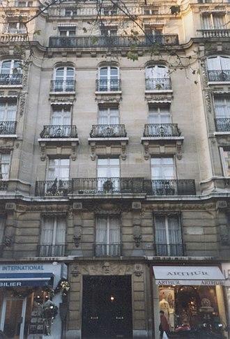 Avenue Victor-Hugo (Paris) - At number 124, Humbert's building on the site of Hugo's hôtel particulier.