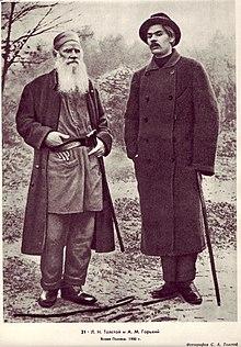 Tolstói junto aMáximo Gorkien Yásnaia Polyana (1900).