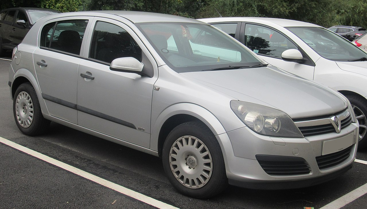 File:2006 Vauxhall Astra Life CDTi 90 1.2 Front.jpg ...