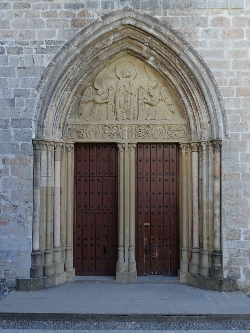 2012 Roncesvalles 04 Iglesia porta.JPG