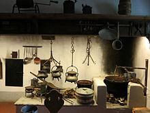 Erstaunlich Raum 3: Küche Mit Feuerplatte Und Kaminmantel