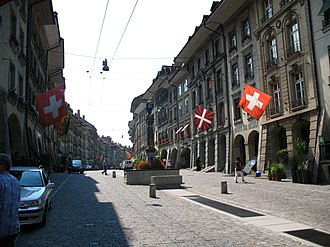 Gerechtigkeitsgasse - The eastern half of the Gerechtigkeitsgasse, looking toward the Gerechtigkeitsbrunnen and the Kramgasse