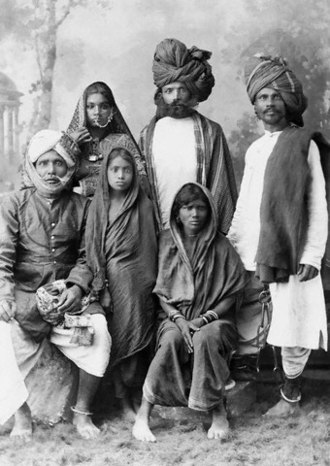 Dacoity - A family of Indian dacoits
