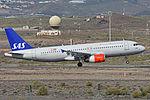 Airbus A320-232 'OY-KAS' SAS Scandanavian (24843233251).jpg