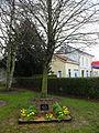 Aire-sur-la-Lys - Arbre de la paix et ancienne gare.JPG