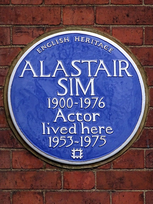 Alastair Sim blue plaque - Alastair Sim 1900-1976 actor lived here 1953-1975