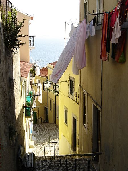 File:Alfama (by Awersowy) 6.jpg