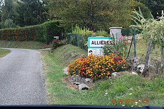 Allières - The road into Allières