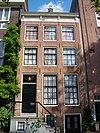 foto van Huis met gevel die wordt afgesloten door een rechte lijst met consoles en een dakvoorschot