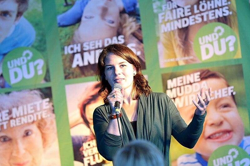 File:Annalena Baerbock (Wahlkampfveranstaltung 2013).jpg