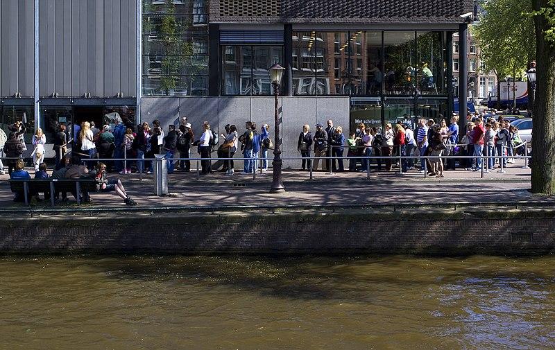 Голландское правительство должно платить за то, чтобы отвадить туристов из страны?