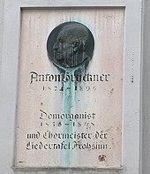 Bruckner-Gedenkstein am Alten Dom in Linz (Quelle: Wikimedia)